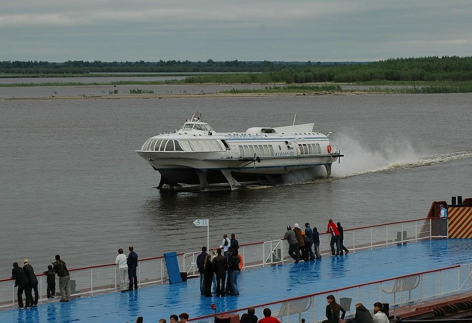 ВХМАО пассажиров забрали ссевшего намель судна
