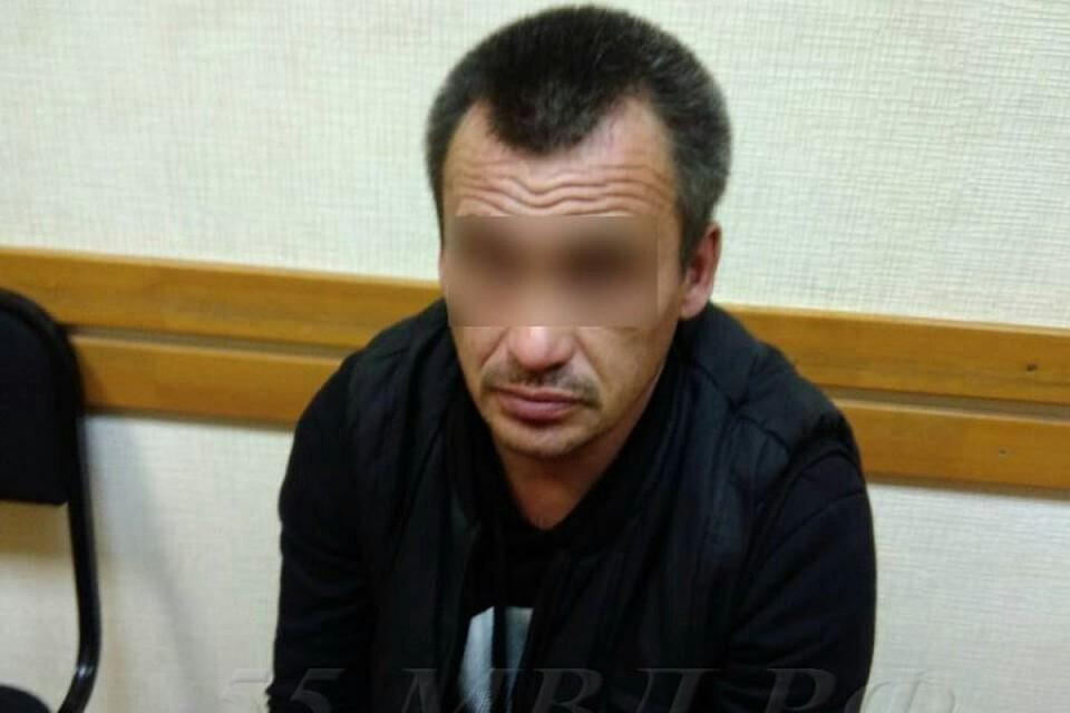 Зарубил тесаком ирасчленил 30-летнюю начальницу 44-летний экспедитор вОмске