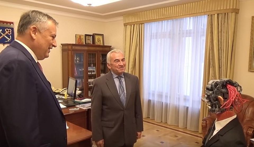 Губернатор Ленинградской области обзавелся роботом-помощником