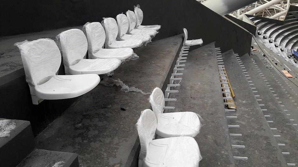 Настадионе «Самара Арена» установлены первые десять зрительских кресел
