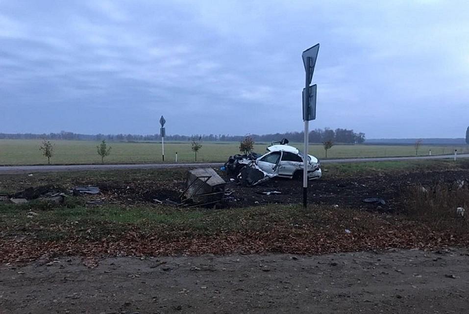 НаКубани шофёр «Мерседеса» умер, врезавшись вдорожный крест