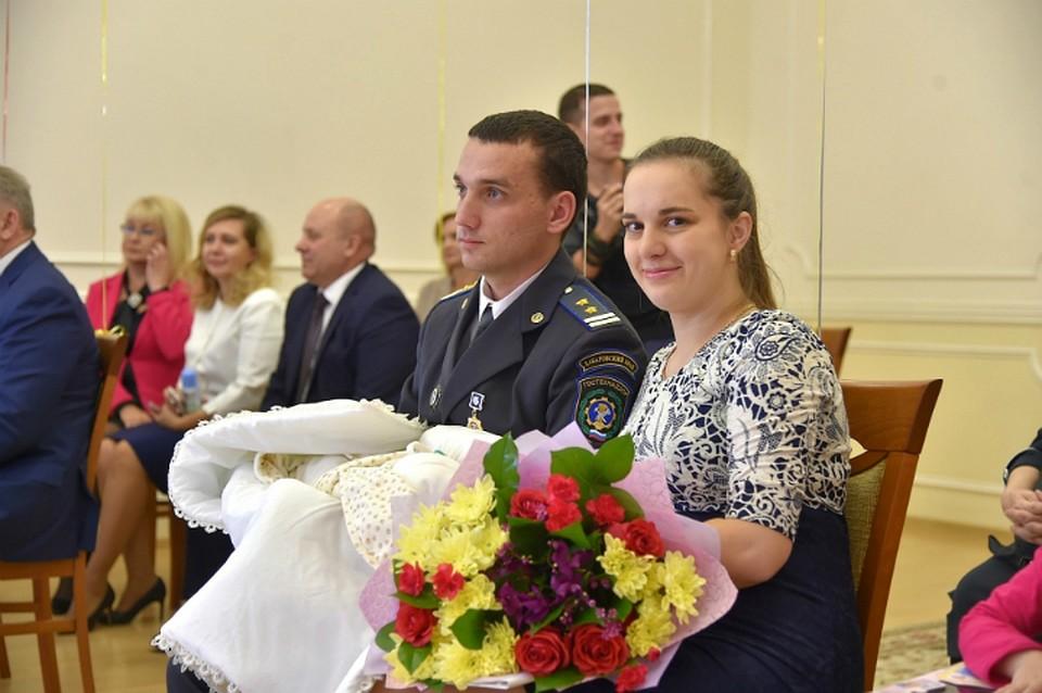 Рожденных вдень образования Хабаровского края наградили деньгами и наградами