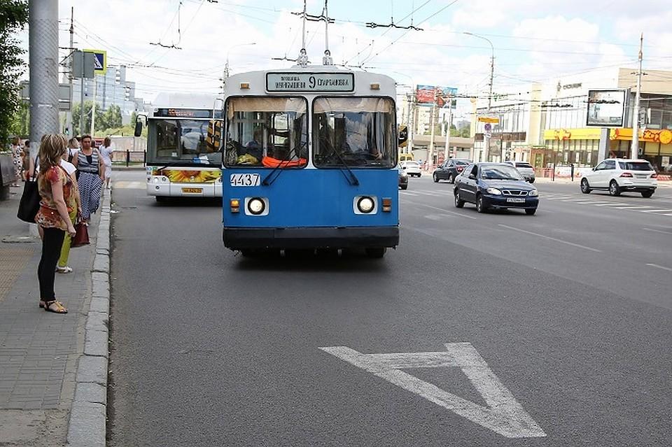 ВВолгограде возобновили работы навыделенной полосе напроспекте Жукова