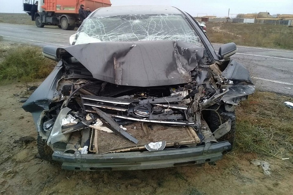 ВАстраханской области вДТП смусоровозом пострадали 2 человека