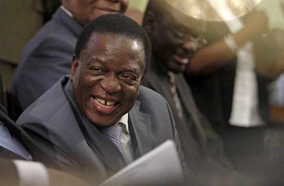 Прошлый вице-президент Зимбабве напротяжении 2-х суток заменит Мугабе