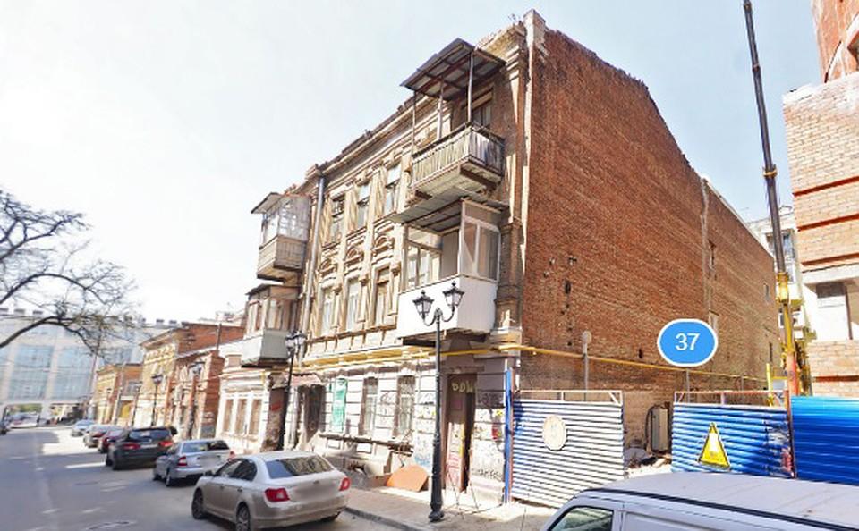 Вцентре Ростова перекрыли дорогу из-за вероятностного обрушения здания