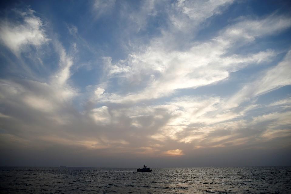 Три человека пропали без вести из-за крушения судна уберегов Китайская республика