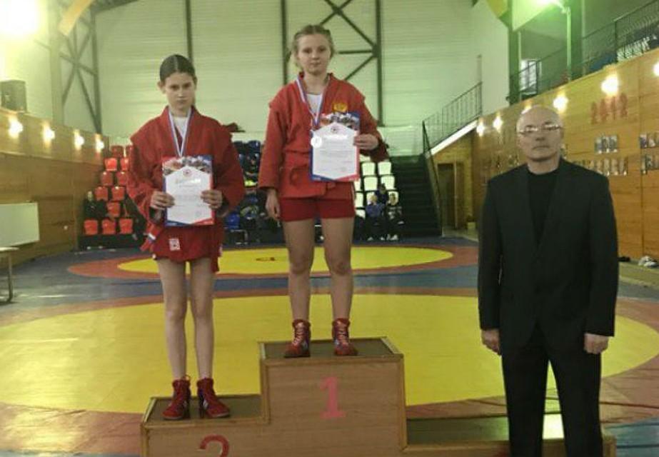 Серпуховская самбистка завоевала две серебряные медали