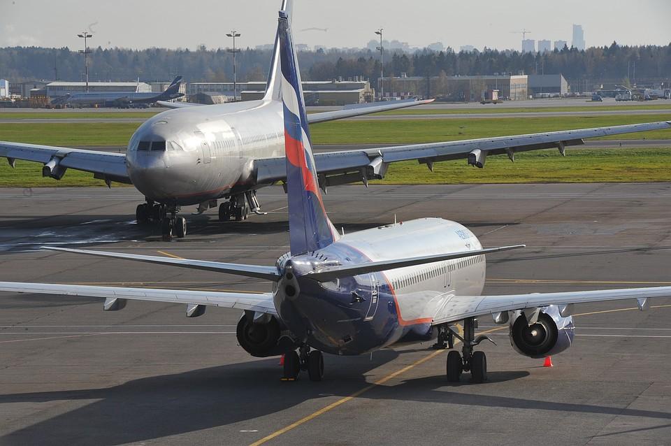 Самолет совершил экстренную посадку из-за трудностей стуалетами