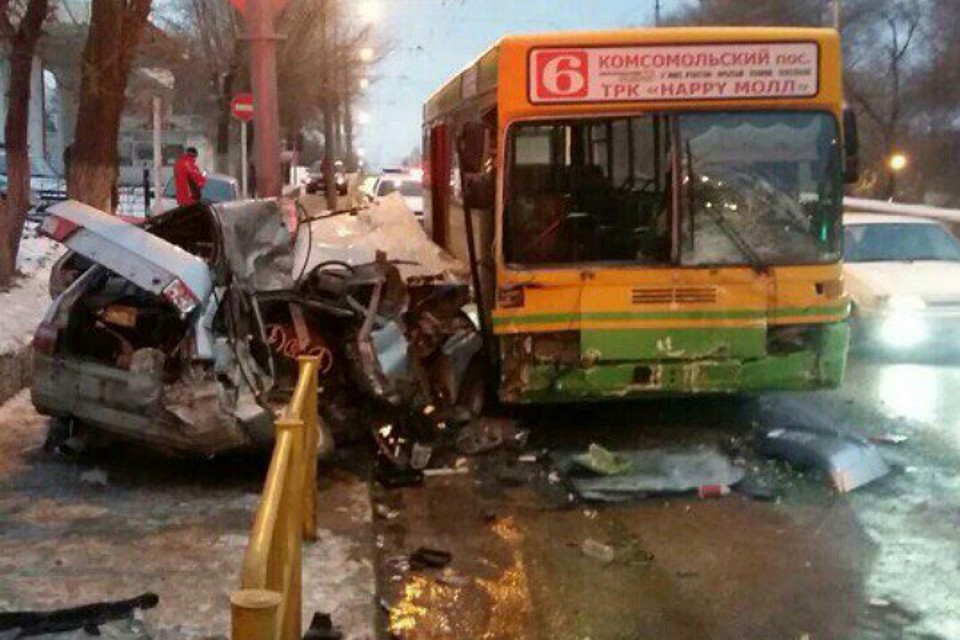НаСтрелке случилось смертельное ДТП сучастием маршрутного автобуса