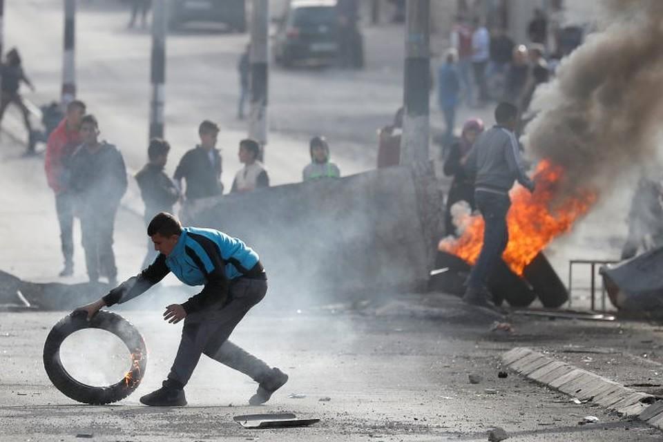 Протестующие вВифлееме сожгли флаг Израиля