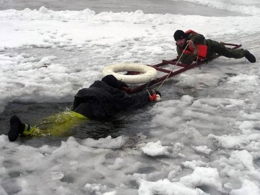 Риск провалов людей под лед сохраняется— МЧС предупреждает