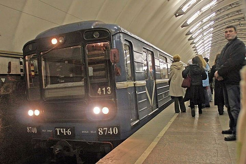 Трое хулиганов снунчаками напали напассажиров метро Петербурга