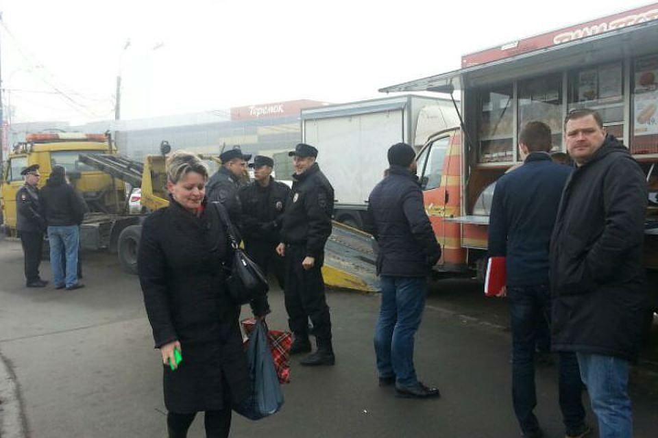 Петербург вводит ограничения наработу автолавок