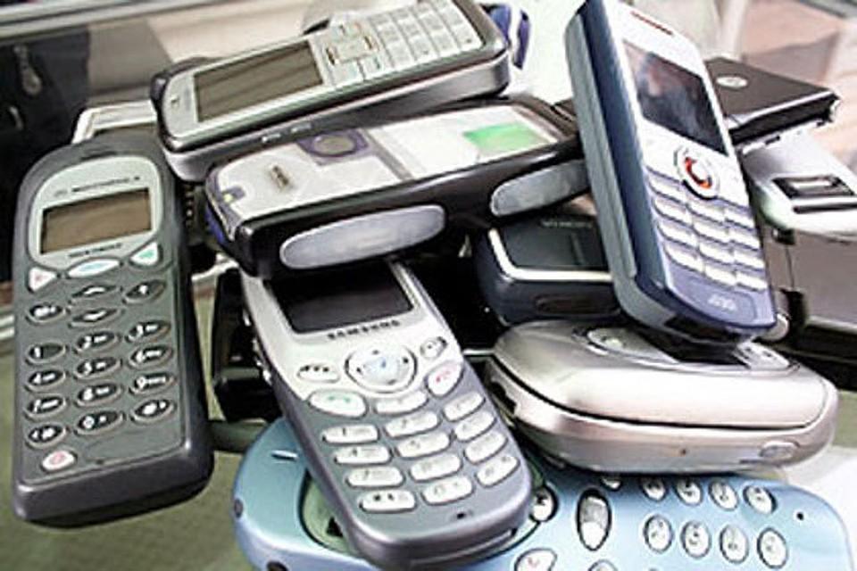 ВКурске словили мужчин, пытавшихся закинуть вколонию 19 мобильников