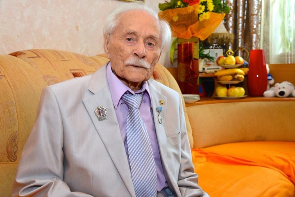 В Хабаровске ушел из жизни легендарный летчик Лев Липович