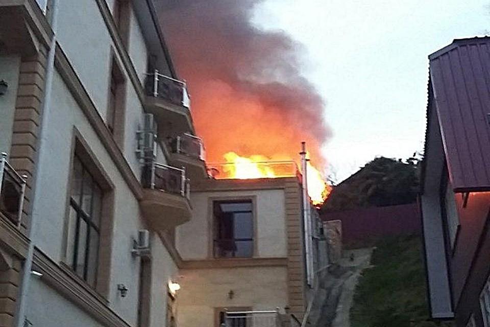 ВСочи загорелась трехэтажная гостиница: эвакуированы 15 человек