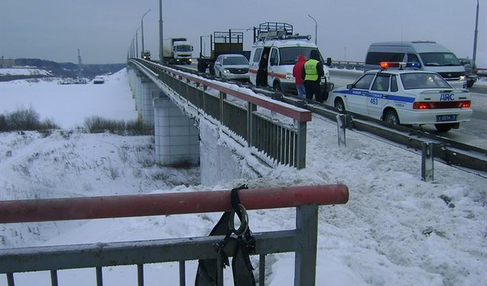 В Томске мужчина и женщина получили травмы во время прыжка с моста на тарзанке