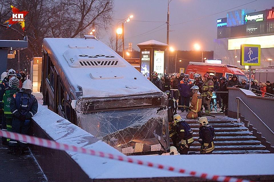Двое пострадавших вЧП савтобусом в столицеРФ  находятся вочень тяжелом состоянии