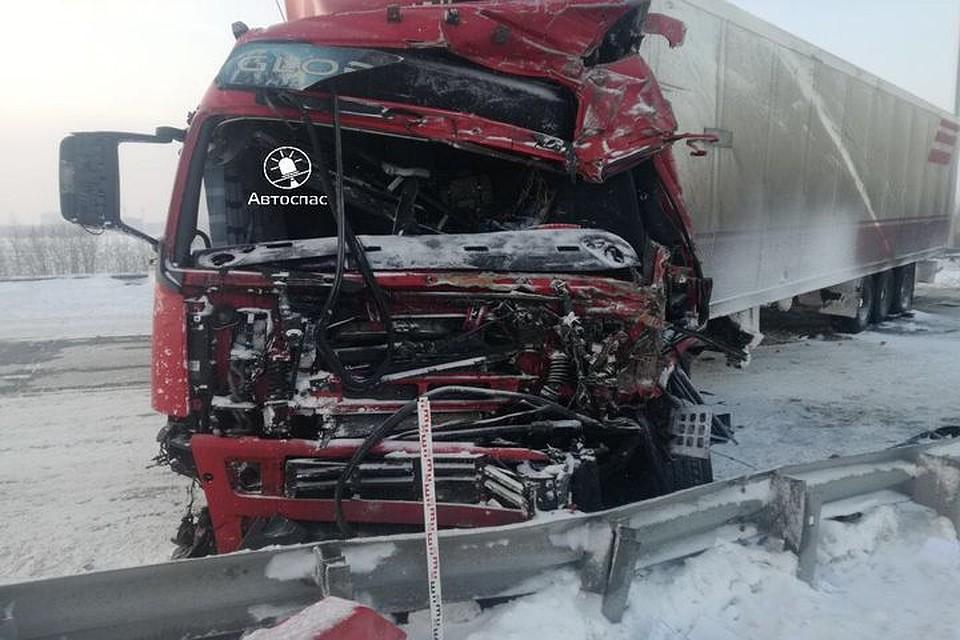 НаСеверном объезде столкнулись фура иснегоуборщик: шофёр фуры умер