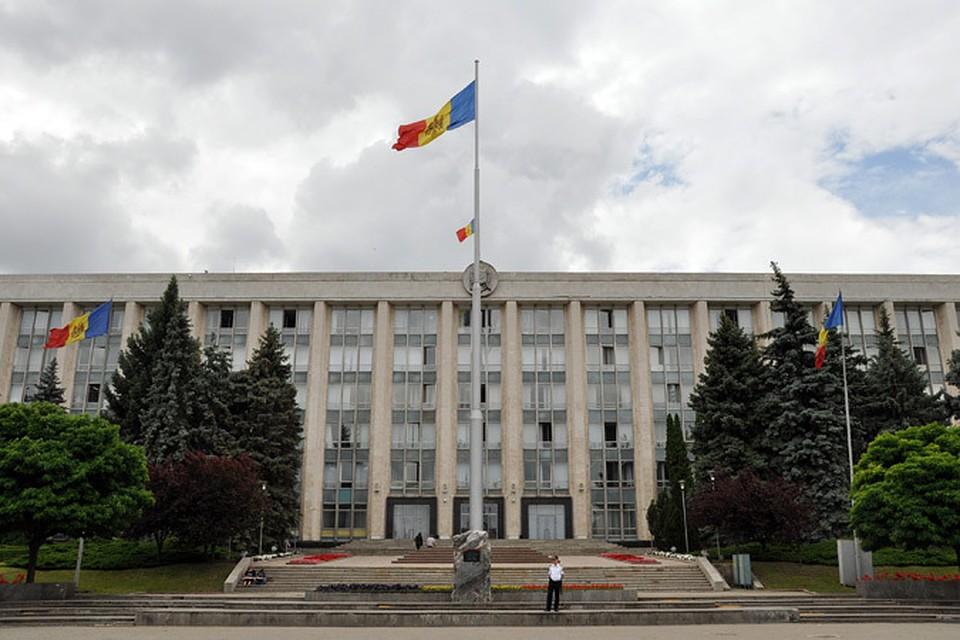 Парламент Молдавии вместо Додона утвердил закон озапрете новостных программ изРФ