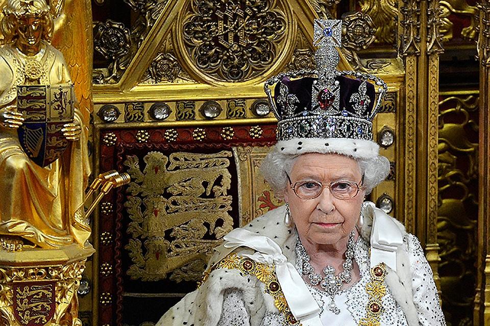 «Может сломать шею». ЕлизаветаII жаловалась  на очень  тяжёлую корону