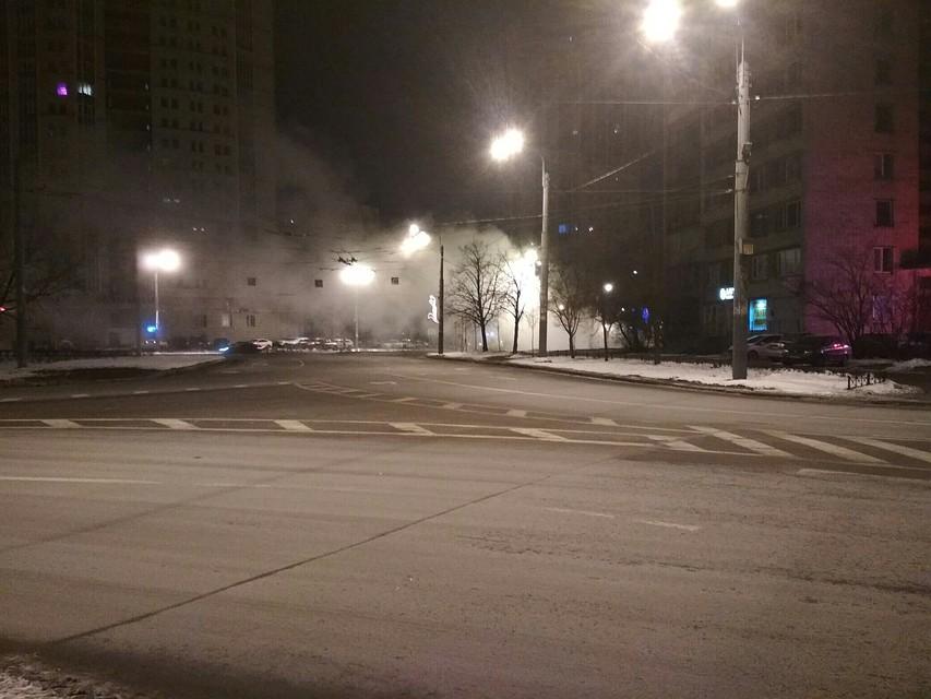 Напроспекте Ветеранов прорвало трубу сгорячей водой