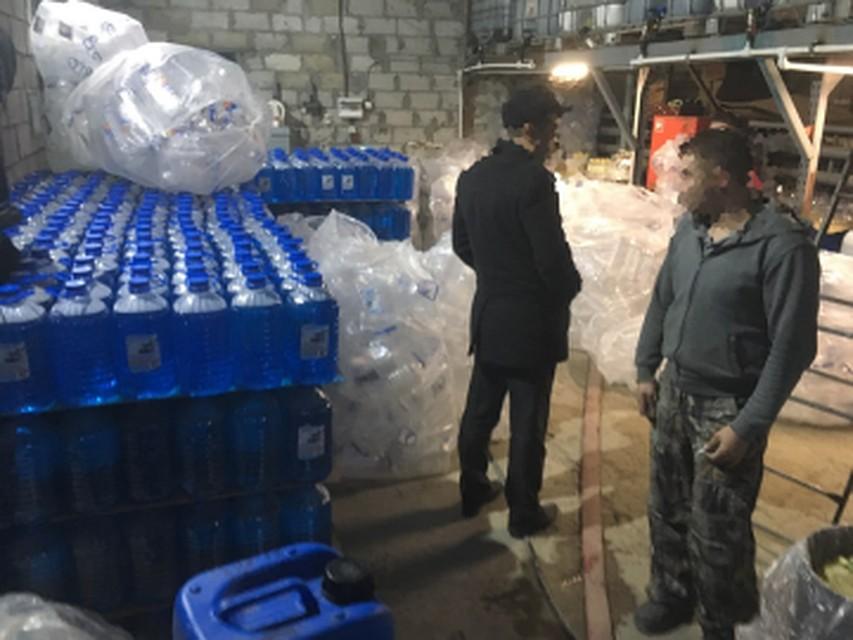 ВТольятти незаконно производили жидкость для стеклоомывателей