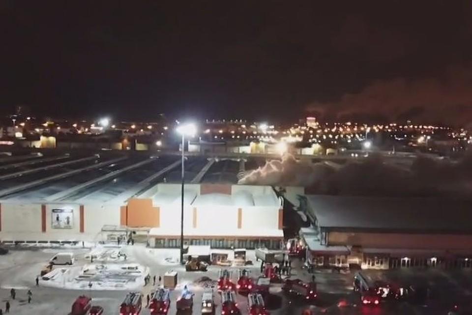В столицеРФ  изгорящего павильона нарынке «Садовод» эвакуированы 40 человек