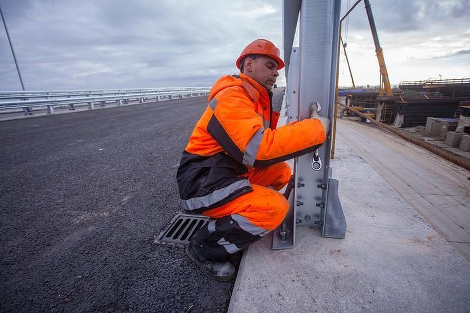 Ограждение имачты освещения появились напилотном участке Крымского моста