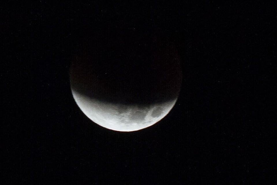 Граждане Алтайского края смогут увидеть багровое лунное затмение