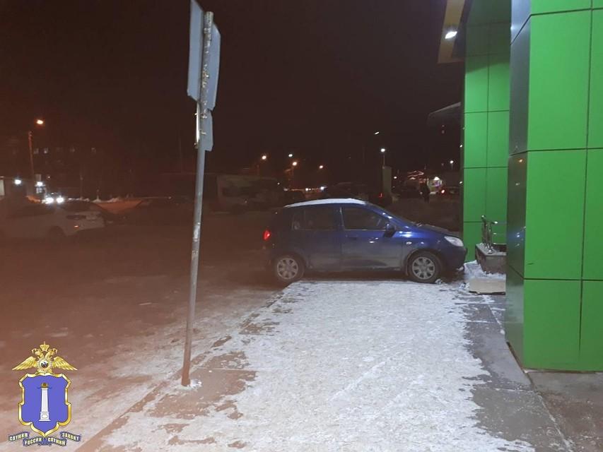 ВУльяновске женщина наиномарке вылетела натротуар исбила 2-х пешеходов