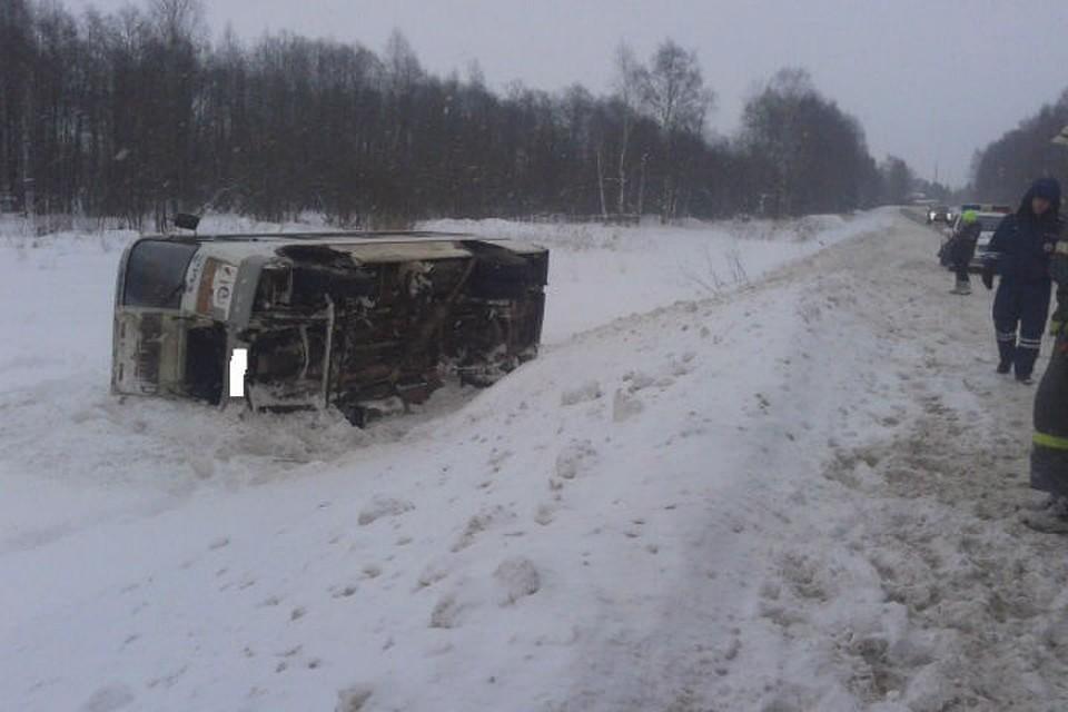 Под Рыбинском рейсовый автобус вылетел вкювет: есть пострадавшие