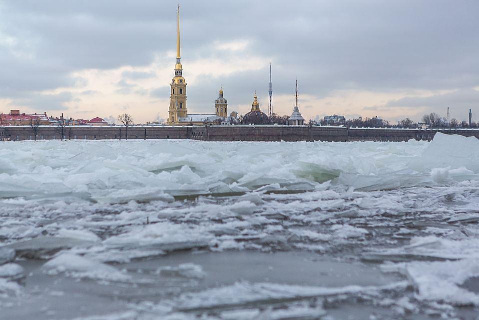 Мужчина вшортах итапках пропал вовремя прогулки польду Невы