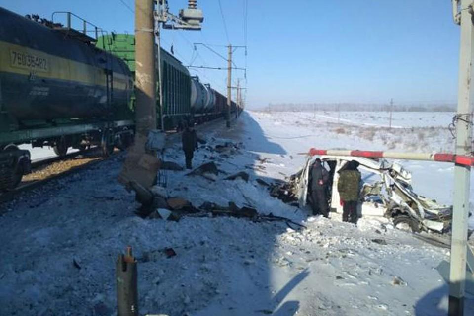 ВАлтайском крае нажелезнодорожном переезде автомобиль «Газель» столкнулся споездом