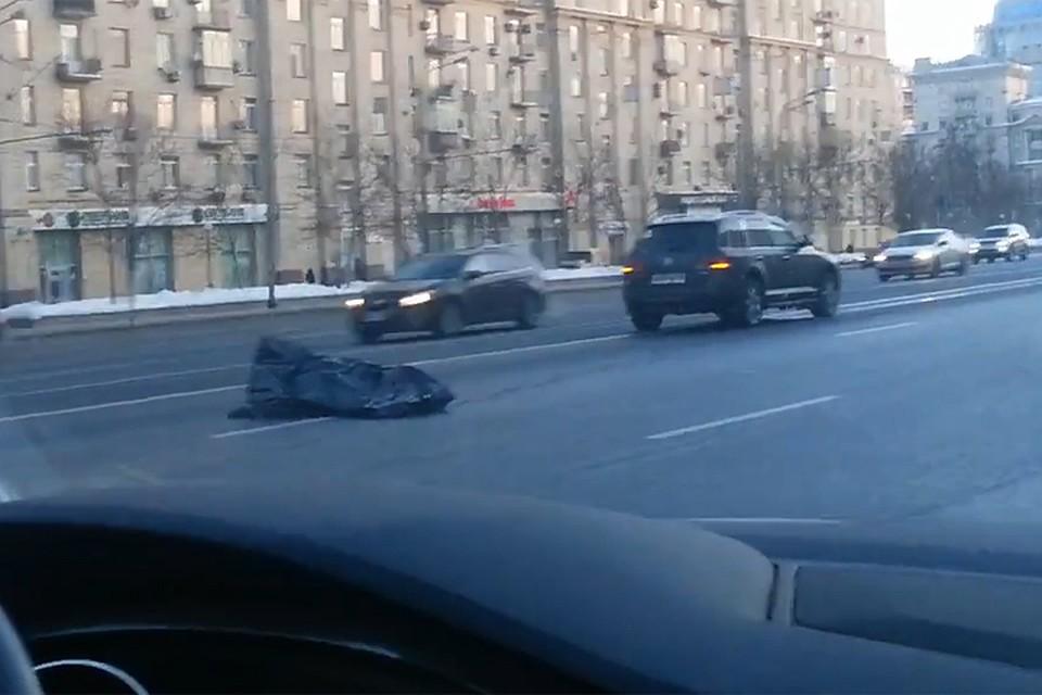 Иностранная машина насмерть сбила мужчину наКутузовском проспекте в столице