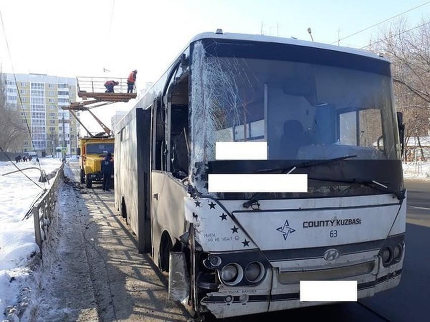ВСамаре наПензенской автобус снёс световую опору