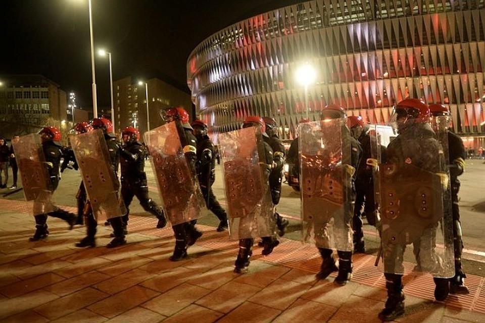Испанские фанаты смолотками ибензином вышли на«охоту нарусских»