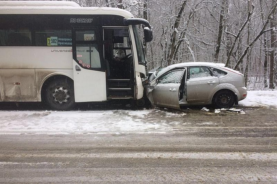 НаКубани два человека погибли вДТП савтобусом