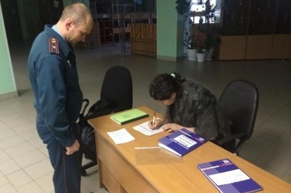На Ямале сотрудники МЧС обследовали более 200 избирательных участков