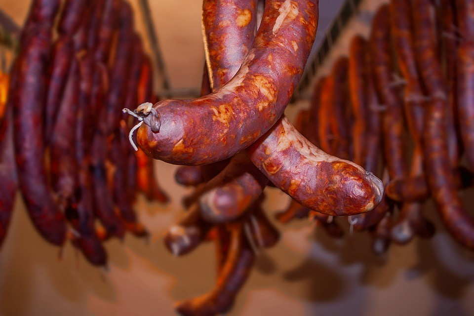 ВНижневартовске продавщица загод своровала колбасы на млн