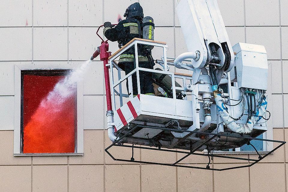 Руководитель МЧС поручил подготовить проектное решение посносу сгоревшегоТЦ вКемерове