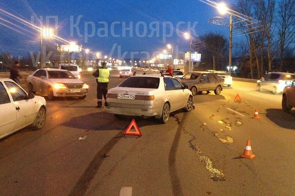 НаОктябрьском мосту Красноярска случилось массовое ДТП