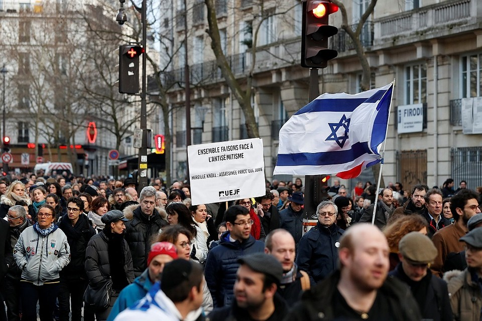 Встолице франции проходит многотысячный митинг против антисемитизма