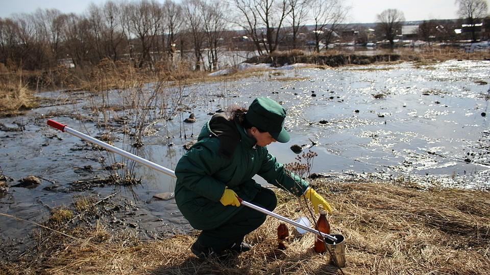 Неизвестные сбрасывали сточные воды вКазанку
