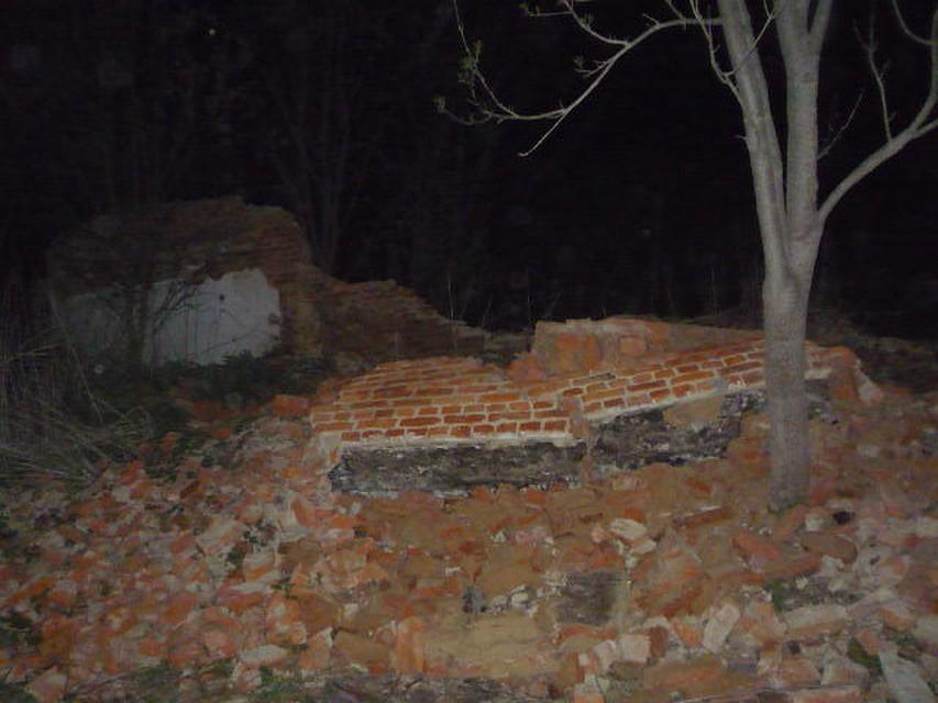 Школьник вТульской области умер после обрушения стены заброшенного дома