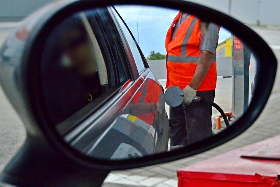 Наукраинских АЗС резко выросли цены набензин
