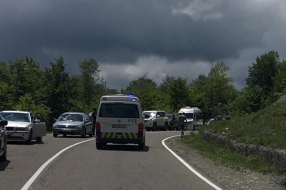 ВГрузии автобус сдетьми свалился вущелье— кошмарная катастрофа
