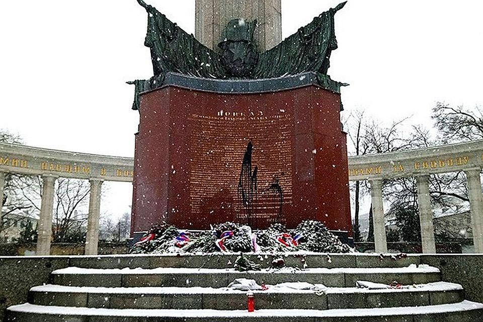 ВВене неизвестные осквернили памятник советским солдатам