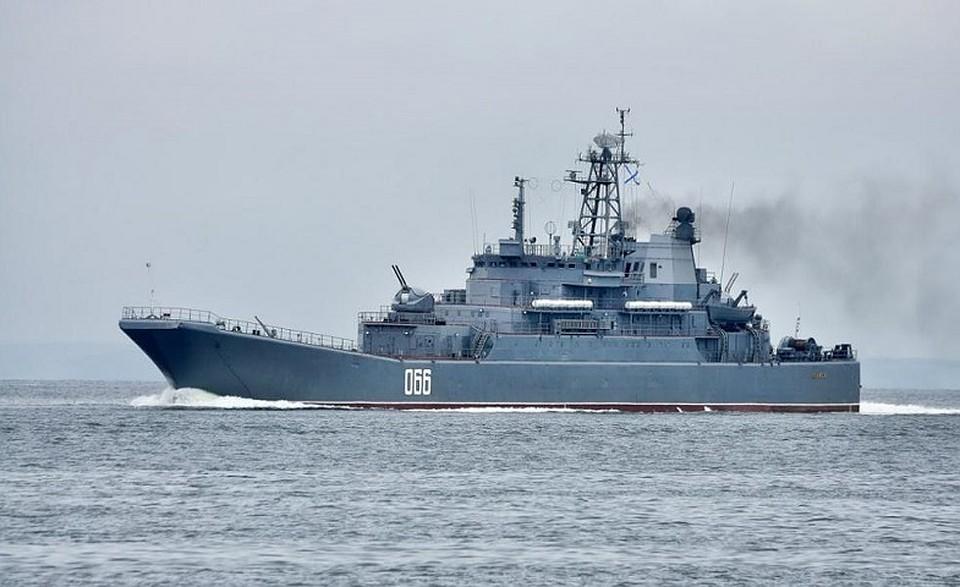 Большой десантный корабль сел намель уберегов Владивостока